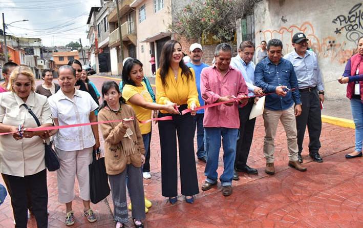 Entregan calle de concreto hidráulico en la Ciudad de los Niños, en Naucalpan